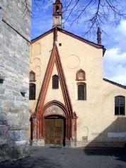 99 - Aosta-Collegiata dei Santi Pietro ed Orso facciata- Il complesso che si affaccia sulla piazzetta di Sant'Orso, coesa di San Lorenzo ed al tiglio di quasi 500 anni.