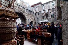 105 - Aosta- Fiera millenaria di Sant'Orso -Si svolge lungo le vie del centro storico di Aosta esclusivamente il 30 e 31 Gennaio.