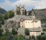 114 - Castello di Saint-Pierre Risalente all'XI secolo, sorge su uno sperone roccioso . Castello fiabesco, è sicuramente, grazie anche alle quattro torrette laterali che lo rendono quasi disneyano, il più fotografato della Valle d'Aosta. All'interno ospita il Museo Regionale di Scienze Naturali.