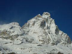 27 - Il Cervino visto dal Breuil in inverno. A sinistra vi è la Testa del Leone