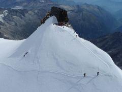 17 - -Rosa ai 4.559m della Punta Gnifetti (la quarta cima più alta del Monte Rosa dopo la Dufour, Nordend e Zumstein) dove si trova il Rifugio Capanna ...capannamargherita