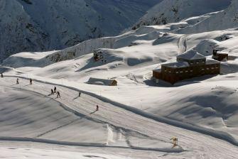 20- Le piste del Monterosa Ski. 180 chilometri di piste animano i pendii del comprensorio- 117 km di piste rosse, 45 km di piste blu, 16 km di piste nere e 2 km
