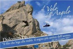 27- Al di sopra delle Dolomiti Lucane, nel cuore della Basilicata, un cavo d'acciao sospeso tra le vette di due paesi, Castelmezzano e Pietrapertosa permette di effettuare e vivere il VOLO DELL'ANGELO.