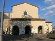21 - Potenza Chiesa di Santa Maria del Sepolcro- La facciata presenta un portico con tre archi ed un portone ligneo del cinquecento.