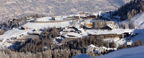 4 - Ai turisti di tutto il mondo, la Valle d'Aosta presenta un ambiente d'alta montagna impareggiabile per bellezza e ricchezza di risorse naturali, culturali e turistiche. Al centro della regione, la località di Pila a 1800 m s.l.m, un luogo incantato dove trascorrere una vacanza meravigliosa sulla neve ed anche in estate