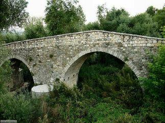 48 - Potenza. Il Ponte di San Vito venne realizzato durante il regno di Diocleziano, tra il 248 e il 305 avanti Cristo. Si trovava all'interno dell'antica via Erculea, chiamata così dal nome di Massimiliano Erculeo, imperatore insieme a Diocleziano. La strada collegava l'abitato di Venosa ad Eraclea.
