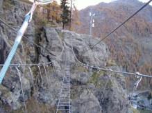 51 - Gressoney La Trinité vie ferrate Il mitico ponte tibetano di 84 pioli