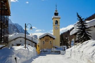 6- Piazza Tache a Gressoney la Trinitè Sommersa dalla neve