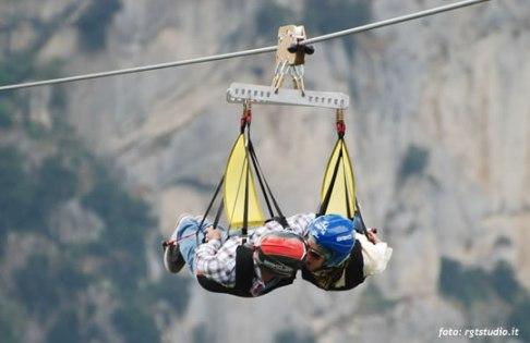 28 -In volo d'angelo, dal partire dal 27 aprile si può scegliere se librarsi in cielo da soli o in coppia.