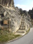 14,1 - Castelmezzano-Parco-Sono molti i percorsi in pietra da poter percorrere questa gradinata porta alla Cappella della Madonna Della Ascensione fatta tutta in pietra locale