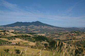 1 -Monte-Vulture- Il Vulture è un vulcano spento situato nella parte settentrionale della provincia di Potenza, in Basilicata-La montagna, che raggiunge i 1.327 m di altitudine