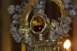 133 - Il sangue di san Gennaro è conservato nel Duomo di Napoli (assieme al busto aureo ed argenteo del Santo e al suo cranio) in una boccetta di vetro sigillata. Il miracolo di San Gennaro si svolge due volte l'anno, il 19 settembre e il sabato che precede la prima domenica di maggio, e si verifica quando il sangue del santo si liquefa.