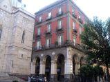 123- Il museo è stato aperto al pubblico nel dicembre 2003- Il Museo del Tesoro di San Gennaro è un museo di Napoli, il cui ingresso è situato accanto al Duomo e alla Cappella del Tesoro.MuseoSanGennaro
