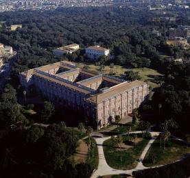 141 -Napoli - Museo di Capodimonte - (1738 ) L'antica Reggia Borbonica che ospita il Museo di Capodimonte, è uno degli spazi verdi più belli di tutta Napoli. Il Museo raccoglie alcune opere di grandissimi maestri della pittura, come Botticelli, Goya, Tiziano e Caravaggio.