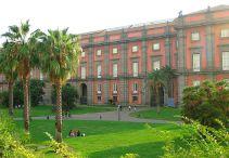 143 - Napoli- Reggia e Museo di Capodimonte1738), circondato dall'omonimo Bosco, riserva di caccia reale, sorge in suggestiva posizione panoramica.