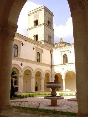 14 - La maestosa Abbazia benedettina di San Michele Arcangelo