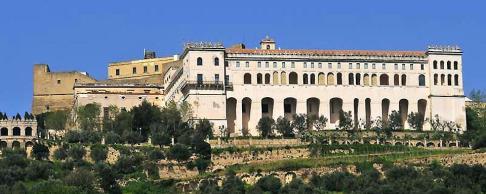 174 - Appollaiata sulla collina del vomero, la Certosa di S. Martino è collegata al Corso Vittorio Emanuele attraverso la Salita Pedementina.