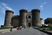200 - Napoli- Castel Nuovo, o Maschio Angioino. La Cappella Palatina, dedicata a Santa Barbara, è uno dei pochi ambienti che ha conservato l'aspetto originario.