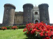 201 - Napoli- Maschio Angioino di Napoli-Durante il regno di Roberto d'Angiò il Castello divenne un centro di cultura dove soggiornarono artisti, medici e letterati fra cui Giotto, Petrarca e Boccaccio- - uno dei luoghi più suggestivi di Napoli, dal panorama straordinario da cui è possibile ammirare alcune tra le bellezze di questa città.