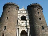 203 -Napoli - Castel Nuovo, meglio noto come Maschio AngioinoArco Trionfale di Castel Nuovo tra la Torre di Mezzo e la Torre di Guardia