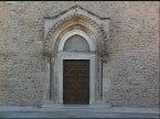 18 -Pisticci - Santa Maria del Casale - Fu presumibilmente costruita intorno al 1087 sui ruderi di un antico cenobio greco-bizantino da Rodolfo Maccabeo ed Emma d'Altavilla, sul monte Corno, allora fuori dal centro urbano di Pisticci. L'abbazia, dedicata alla Beata Vergine Maria, fu affidata ai monaci benedettini di Taranto.