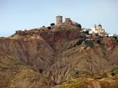 2 - Pisticci sorge a 364 m s.l.m. nella parte centro-meridionale della provincia Matera e si estende tra i fiumi Basento, ad Est, e Cavone, a Ovest,
