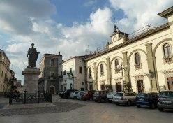 17 - Statua e Piazza Orazio Flacco