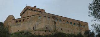 21 - - Il Castello di San Basilio è un castello situato in territorio comunale di Pisticci vicino alla strada provinciale Pisticci-mare.