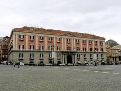 34 - Napoli- Piazza del Plebiscito. Palazzo della Foresteria. o della Prefettura - L'edificio palazzo venne costruito nel 1815 dall'architetto Leopoldo Laperuta per volere di re Ferdinando I