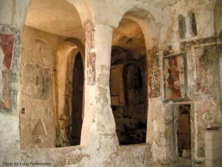42 - I Sassi sono dominati dal fascino delle chiese rupestri, luoghi mistici dove la religiosità ha determinato l'evoluzione della vita umana