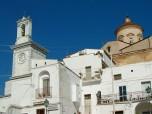 6 - Pisticci-La torre dell'orologio e sullo sfondo la cupola della Chiesa Madre
