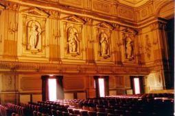 44- Napoli. Il Teatro di Corte del Palazzo Reale -Nonostante i danni subiti dopo la guerra, il Teatro conserva ancora la struttura architettonica originaria e le dodici statue in gesso e cartapesta, raffiguranti le nove Muse, Minerva, Apollo e Mercurio.