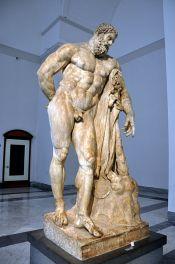 83 - Museo Archeologico Nazionale -Ercole Farnese-ritrovato a Roma alle terme di caracalla,