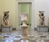 87 - Napoli Museo Archeologico Persiani inginocchiati