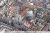 120 - Duomo di Napoli o di San Gennaro- L'edificazione della Cattedrale fu voluta da Carlo d'Angiò nel 1294, nel luogo dove sorgevano due antiche basiliche: Santa Restituta e la Stefania. Per lasciar posto alla nuova costruzione, quest'ultima fu completamente demolita, mentre la basilica di Santa Restituta fu ridotta al ruolo di cappella laterale.