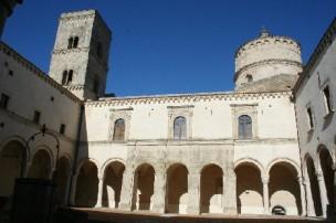 17 - Montescaglioso, Abbazia-Di San Michele-pozzo monolitico