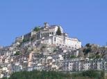 3 - Panorama Muro Lucano - La città è situata fra 600 e 660 m s.l.m. e si distende a gradinata su uno scosceso pendio affacciato su una gola. Nella valle sottostante sorgeva il nucleo originario chiamato Numistro maggiore.