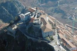 8 - Muro - lucano -IL-Castello-Angioino-e-la-Cattedrale