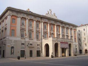 """41 - Trieste. Il Teatro Lirico """"Giuseppe Verdi """"è uno dei più antichi teatri lirici in attività, costruito tra il 1798 e il 1801 da Gian Antonio Selva (lo stesso della Fenice di Venezia)"""