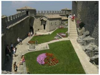 10- San Marino - Rocca Guaita, dentro le mura