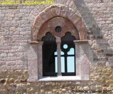 13 - Castello-di-Lagopesole -finestra-del-salone-dell'imperatore