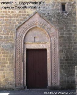 14 - Castello-di-Lagopesole - Ingresso cappella palatina