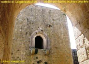 16 - Castello-di-Lagopesole unico possibile accesso