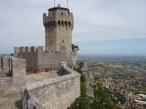 14 -San Marino. La seconda Torre e veduta di Borgo Maggiore