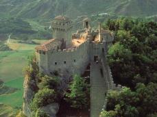 16 - San Marino. PASSO DELLE STREGHE- Offre un panorama mozzafiato sulla costa Adriatica. Prima di raggiungere la seconda Torre