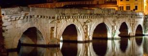 24 - Rimini. Il ponte di Augusto e Tiberio, comunemente noto come ponte di Tiberio, a Rimini è stato edificato durante l'epoca dell'antica Roma. La sua costruzione iniziò nel 14 d