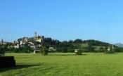 2 - Panorama-di-Santarcangelo-di-Romagna -A pochi chilometri da Rimini, il borgo storico di Santarcangelo sorge sulla cima del Monte Giove, proprio sopra le omonime grotte.