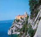 70 - Trieste. Il Castello di Duino è concesso dai proprietari anche come location per cene di gala, cene di matrimonio, convegni, mostre d'arte, concerti, riprese fotografiche e cinematografiche, eventi culturali ed incontri enogastronomici.
