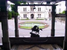29 - Trieste -La fontana nel piazzale antistante l'ingresso del castello