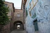 29 -Saludecio - Murales nel borgo, - Mura di cinta, grazie ai tanti dipinti, Saludecio è il primo paese dell'Emilia Romagna che è entrato a far parte di AssIPad, l'associazione italiana che mette in rete il patrimoni